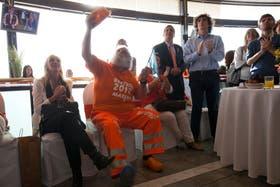 Henny Kempkes, vestido todo naranja y con suecos fue uno de los personajes más notorios del evento