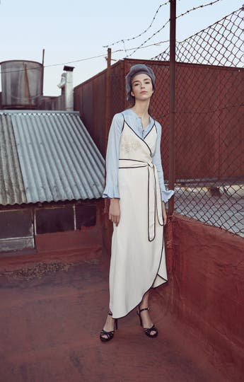 Vestido (Uma), camisa de seda (Rapsodia), sandalias (Sofi Martiré), boina (Compañía de Sombreros).. Foto: Sebastián Arpesella