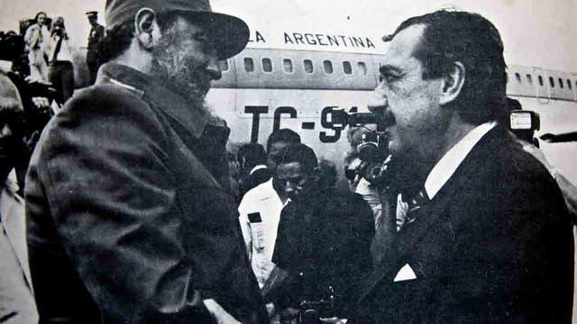 Fidel Castro, junto a Raúl Alfonsín