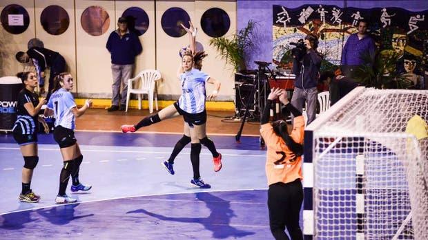 Luciana Salvadó fue la goleadora de La Garra ante Uruguay