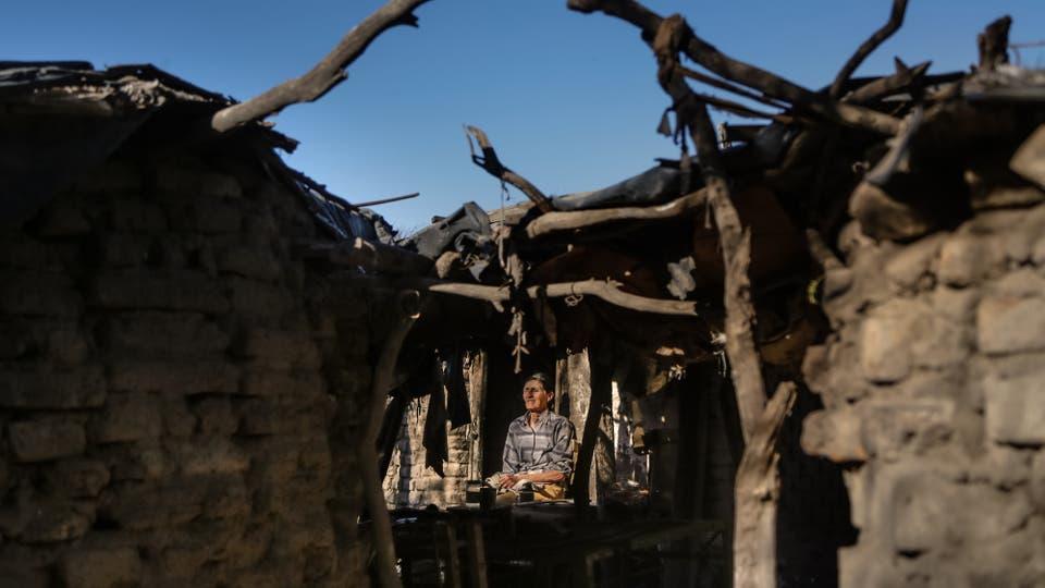 Guanaco Muerto: el pueblo que vive de pensiones por invalidez, Bety tiene 67 años, es ciega y vive en una tapera de adobe. Foto: LA NACION / Diego Lima