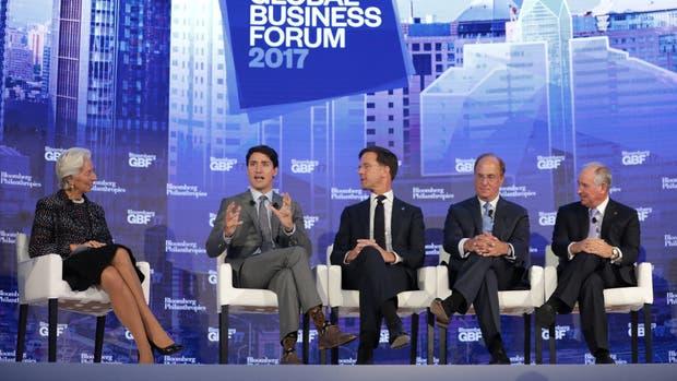 El primer ministro canadiense, Justin Trudeau, asistió junto a la directora ejecutiva del FMI, Christine Lagarde; el primer ministro de los Países Bajos, Mark Rutte; el CEO de BlackRock, Laurence Fink; y el CEO de Blackstone, Stephen Schwarzman, a un panel en el Bloomberg Global