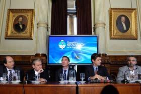 Ernesto Sanz, Marcelo Guinle y Diego Santilli, junto a Marcelo Álvarez y Gustavo Gil durante la presentación del informe sobre energías renovables