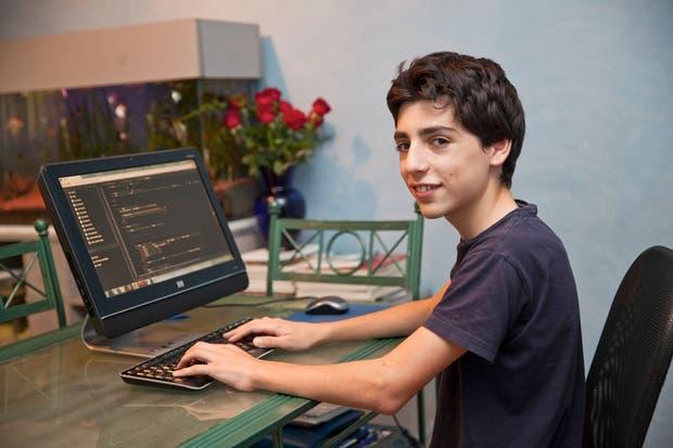 Santiago Aranguri tiene 14 años y programó una plataforma para buscar personas perdidas