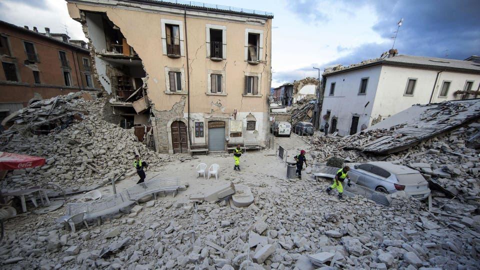 Luego del terremoto le siguieron varias réplicas. Foto: AP / Massimo Percossi