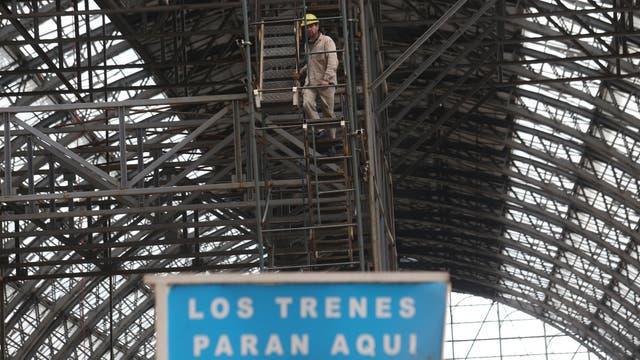 Se buscará que los locales comerciales del hall central se integren arquitectónicamente con el entorno. Foto: LA NACION / Daniel Jayo