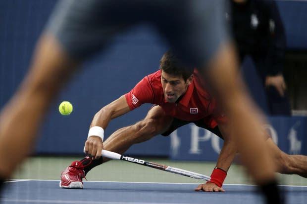 Nole Djokovic y otra prueba del hombre de goma en la final ante Rafa NAdal.  Foto:AP
