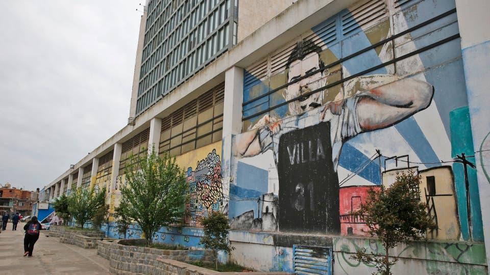 Las paredes llenas de grefitis. Foto: LA NACION / Fabián Marelli