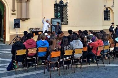 Public class at the Monserrat school