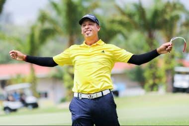 La satisfacción del bahiense después de consumar la victoria en Asia, tras haber quedado al margen del PGA Tour