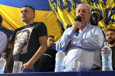 Riquelme y el presidente Ameal: desde la dirigencia aguardan llegar a una definición en buenos términos con Tevez