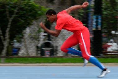 El atleta Stanley del Carmen de la República Dominicana entrenando
