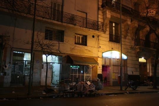 La calle Brasil es considerada una frontera entre la salud y la enfermedad, allí se encuentra una de las bailantas más grandes de Buenos Aires. Foto: LA NACION / Fabián Marelli