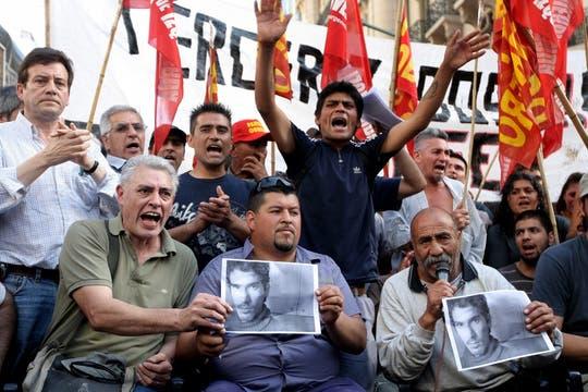 Militantes del MTR y del PO cortaron Callao y Corrientes y dieron una conferencia de prensa tras la muerte de Mariano Pereyra. Foto: LA NACION / Soledad Aznarez