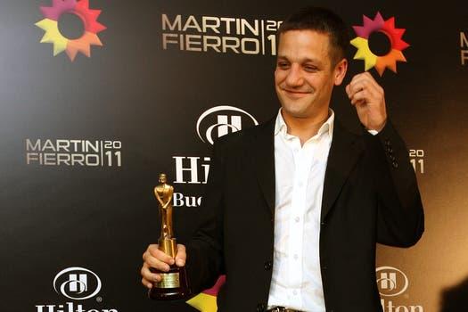Rodrigo de la Serna y su premio al mejor actor de unitario y/o miniserie. Foto: DyN