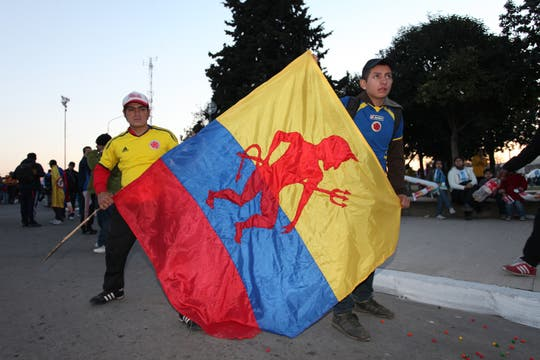 Todo el color en la antesala del segundo partido del Seleccionado; luego, todo terminó en decepción. Foto: lanacion.com / Sebastián Rodeiro