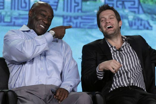 Michael Clarke Duncan junto a Geoff Stults, protagonistas de The Finder, en un panel de FOX Winter TCA Press Tour, en California. Foto: Archivo