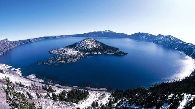 Este lago situado en un cráter volcánico se formó hace 150 años, después del hundimiento del volcán Monte Mazama. Foto: BBC Mundo