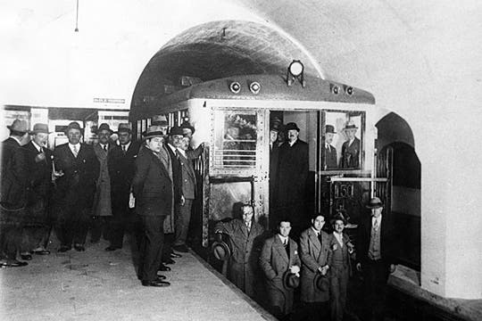 17 de octubre de 1930, inauguración de la Linea B.. Foto: Archivo