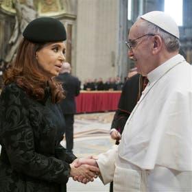 El saludo de Cristina Kirchner al Papa, en San Pedro