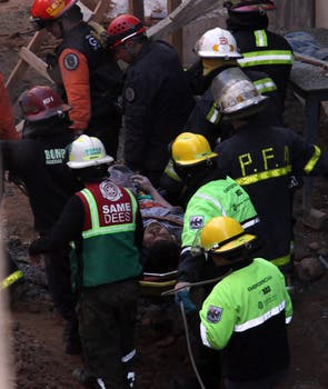 Dos obreros resultaron heridos por un derrumbe en una construcción en Monserrat. Foto: LA NACION / Ricardo Pristupluk