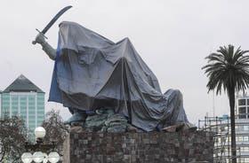 El monumento a Juana Azurduy antes de ser inaugurado