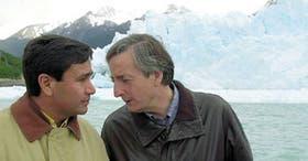 Los gobernadores Maza y Kirchner, ayer, frente a una de las paredes del glaciar Perito Moreno