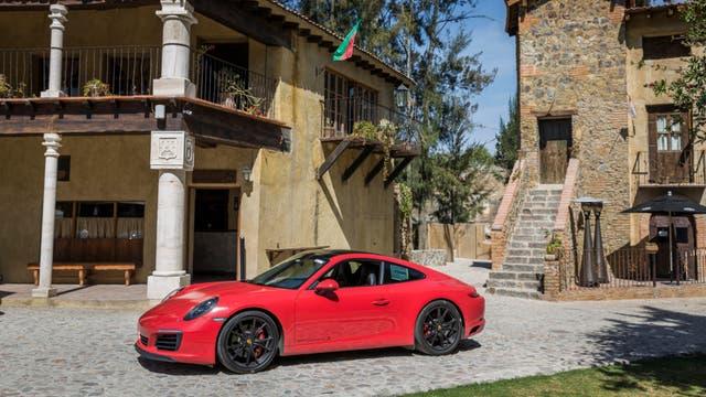 La tradicional silueta del nuevo 911 Carrera no oculta la estetica renovada y la calidad aerodinámica (Cx 0,30)
