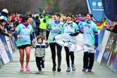 """El dream team """"Campeonas"""", integrado por Virginia, Florencia Gorcsh, Gabriela Castillo y Mercedes Sahores, llega a la meta."""