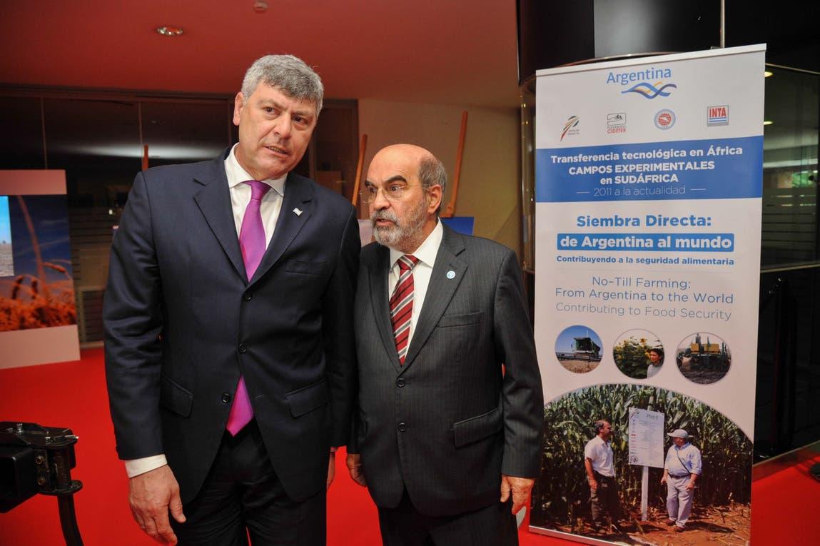 El ministro de Agroindustria argentino, Ricardo Buryaile, con el secretario general de la FAO, José Graziano Silva, en Roma.