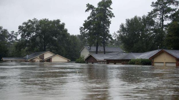 Algunas viviendas en Texas han quedado casi totalmente bajo el agua