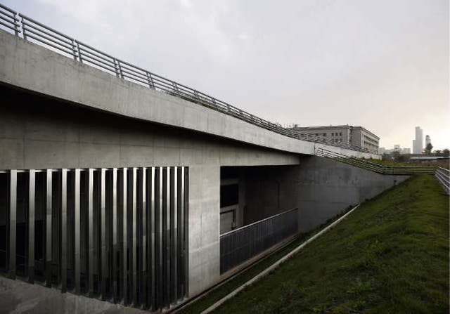 El Centro de Exposiciones y Convenciones fue construido en desnivel