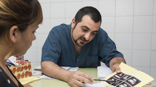 Leandro Lencina fue el primer estudiante de Obstetricia en la UBA