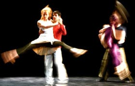 Cuatro bailarines que, también, tienen su momento como espectadores