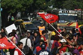Perón y Carlos Pellegrini, una de las muchas esquinas céntricas que estuvieron cortadas durante la tarde por las manifestaciones de la CTA
