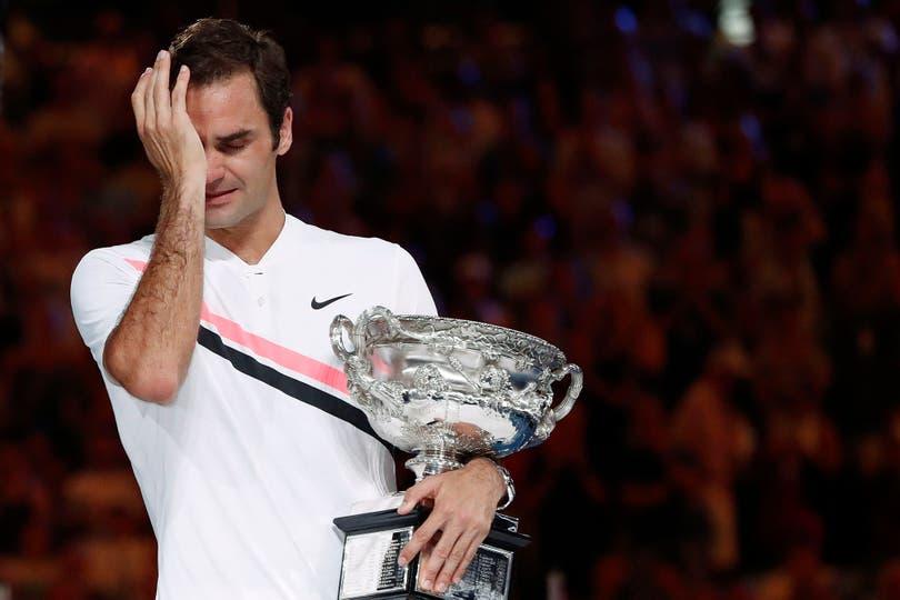 Federer, emocionado en la entrega de premios.