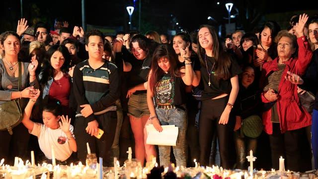 El dolor invadió Grand Bourg, el recuerdo de las víctimas se mezcló con el reclamo de justicia.