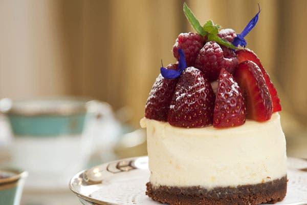 Variedad de mini pâtisserie y tarteletas frutales. Foto: Gentileza Alvear Palace Hotel