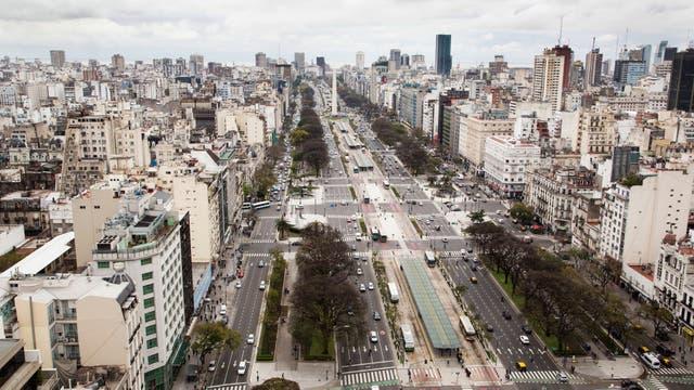 Una imponente vista de la ciudad desde el edificio