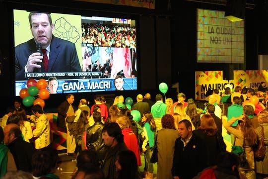El búnker se llenó de euforia con los resultados del ballottage, que le permitieron a Macri renovar su gestión en la ciudad. Foto: lanacion.com / Matías Aimar