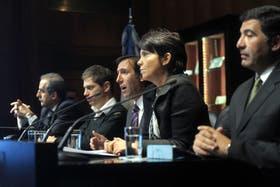 Moreno, Kicillof, Lorenzo, Marcó del Pont y Echegaray, durante el anuncio