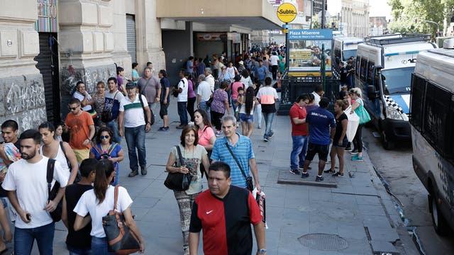 Los peatones volvieron a caminar sin obstáculos por las veredas de Pueyrredón