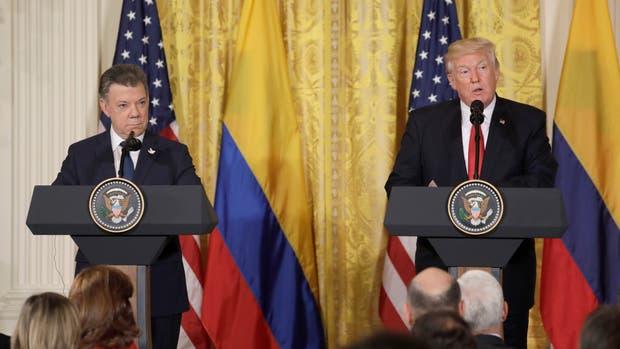 Donald Trump junto a Juan Manuel Santos en la conferencia de prensa