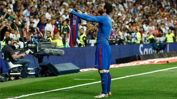 Messi y un gesto que lo inmortaliza, en el último clásico ante Real Madrid
