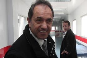 Scioli e Insaurralde en un centro médico de Lomas de Zamora