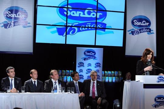 Durante su discurso, también hizo referencia a DirecTV, una empresa competidora de la operadora de cable de Clarín. Foto: Télam