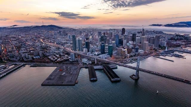 Silicon Valley (zona de desarrollo de grandes firmas tecnológicas): el desarrollo tecnológico trajo, por varias razones, nuevas misiones para ser cumplidas por economistas. Una de ellas es poder interpretar las grandes cantidades de datos a las que hoy se acceden