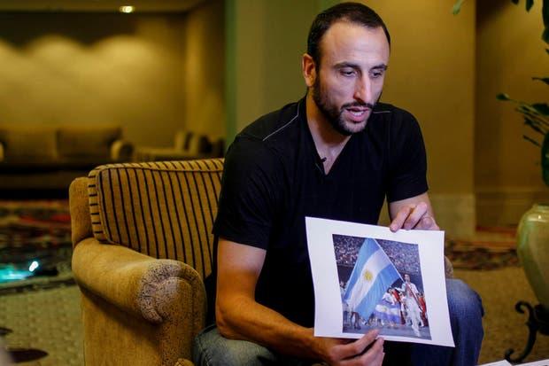 Manu y la foto de cuando fue abanderado de la delegación argentina