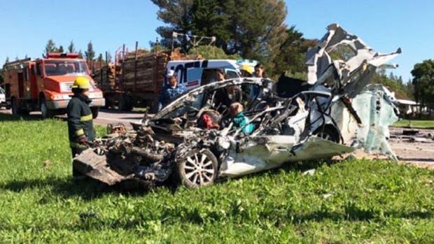 Uruguay: tres argentinos murieron en un violento choque frontal