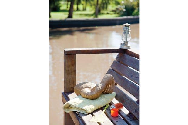 Construida totalmente en madera, la casa requiere un atento mantenimiento tanto en el exterior como en los interiores para protegerla del sol, de la humedad y del moho..